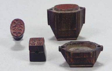 A Chinese horn seal wax contai