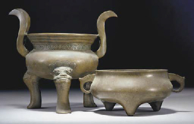 Two Chinese bronze tripod censers, 17th/18th Century