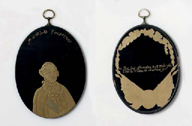 An Export lacquer medallion