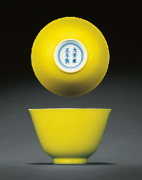 A FINE AND RARE LEMON-YELLOW ENAMELLED CUP