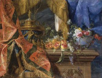 Urne, fruits et fleurs sur un