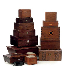 A COLLECTION OF FIFTEEN VARIOUS SMALL WOOD BOXES