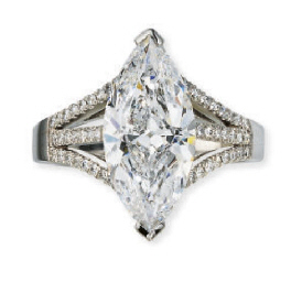 A FINE DIAMOND RING