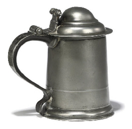 A QUEEN ANNE PEWTER LIDDED TAN