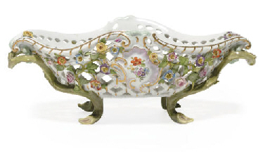 A MEISSEN RETICULATED FLOWER-E
