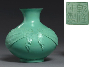 A RARE OPAQUE-GREEN BEIJING GLASS VASE