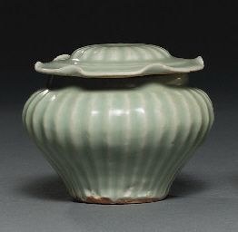 A MING LONGQUAN CELADON FLUTED