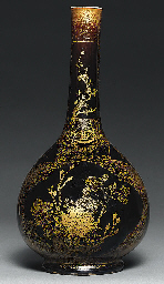 A MIRROR BLACK GILT-DECORATED