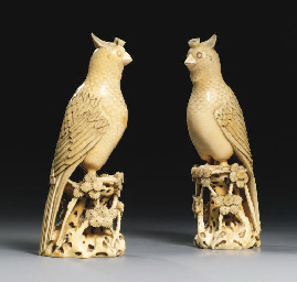 A PAIR OF UNUSUAL IVORY FIGURE