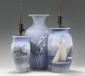 A LARGE ROYAL COPENHAGEN VASE,