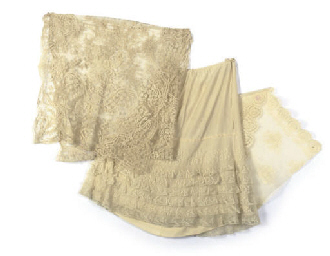A SMALL COLLECTION OF LACE, ci