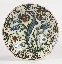 An Iznik pottery small plate