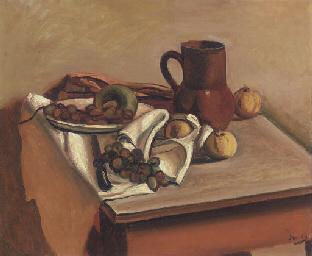 Fruits et pichet sur une table