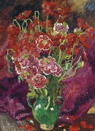 Fleurs rouges dans un vase