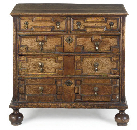 AN ENGLISH OAK FIVE-DRAWER CHE