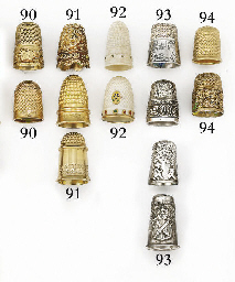An 18ct gold English thimble