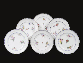SIX ASSIETTES EN PORCELAINE DE