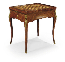 TABLE A JEUX D'EPOQUE LOUIS XV