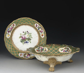 A DAVENPORT ROYAL SERVING DISH