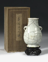 A crackle-glazed vase, hu