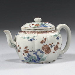 A kakiemon teapot and cover