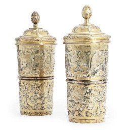 A PAIR OF GILT-PLATED BEAKERS
