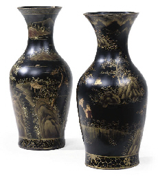 A PAIR OF BLACK AND GILT PAPIE