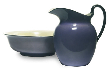 AN ENGLISH PORCELAIN PURPLE GR