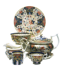 AN ASSEMBLED ENGLISH IMARI PAR