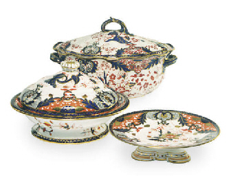 TWO ENGLISH IMARI 'KINGS' PATT