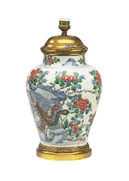A CHINESE PORCELAIN VASE MOUNT