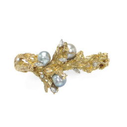 A BAROQUE CULTURED PEARL, DIAM