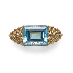 AN AQUAMARINE AND 18K GOLD BRO