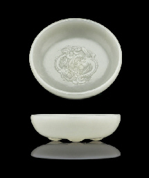 A FINE WHITE JADE BRUSHWASHER