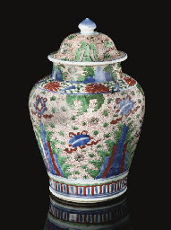 A wucai vase and cover, Shunzh