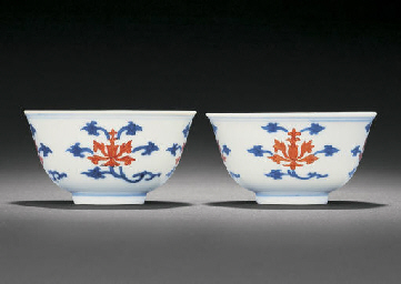 A FINE PAIR OF UNDERGLAZE-BLUE
