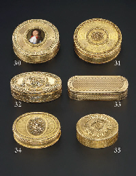 A GEORGE III GOLD SNUFF-BOX