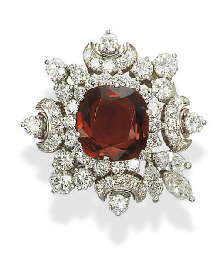 A SPINEL AND DIAMOND BROOCH