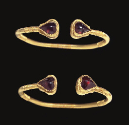 A PAIR OF GREEK GOLD AND GARNE