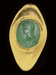 A ROMAN GOLD AND PLASMA FINGER