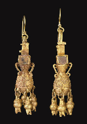 A PAIR OF PARTHIAN GOLD AND GL