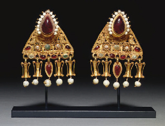 A PAIR OF ROMAN GOLD, PEARL AN