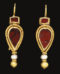 A PAIR OF BYZANTINE GOLD, GARN