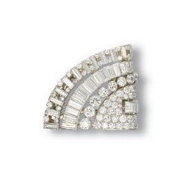 AN ART DECO DIAMOND CLIP, BY C