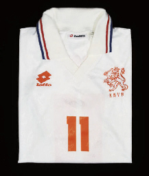 A WHITE HOLLAND SHORT-SLEEVED