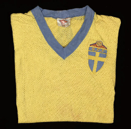 A YELLOW AIRTEX SWEDEN SHORT-S