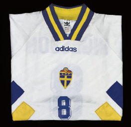 A WHITE SWEDEN SHORT-SLEEVED S