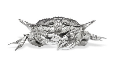 A SILVER CRAB TABLE ORNAMENT,