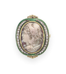 AN ANTIQUE AGATE, DIAMOND AND