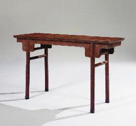 TABLE D'AUTEL EN LAQUE POLYCHR